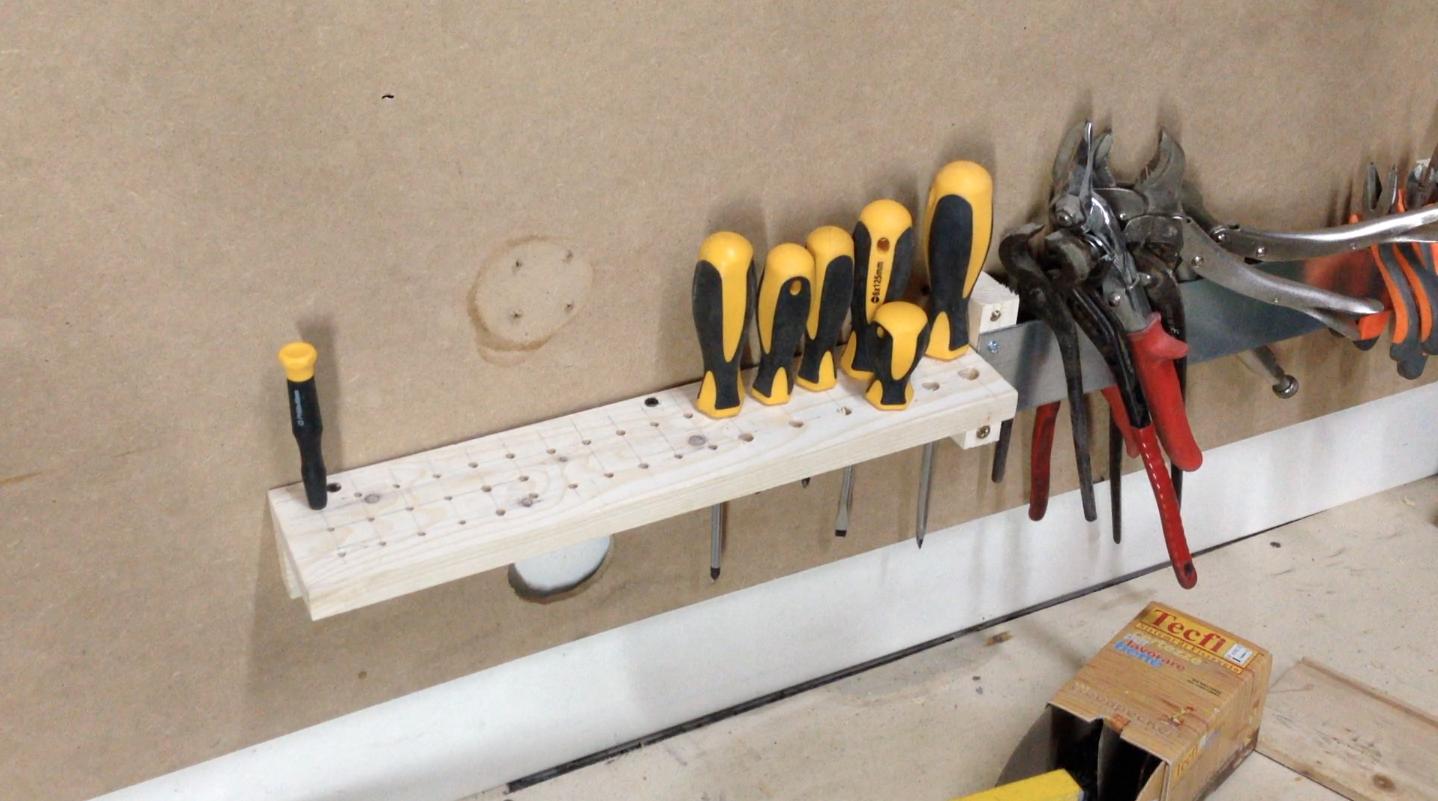 come costruire una parete porta attrezzi gratis | makers at work