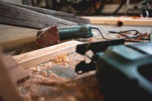 Come preparare il legno alla verniciatura